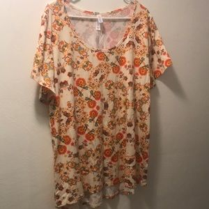 NWOT Off-white and floral Lularoe Classic Tee